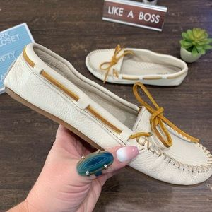 Minnetonka White  Leather Moccasins Size 9.5